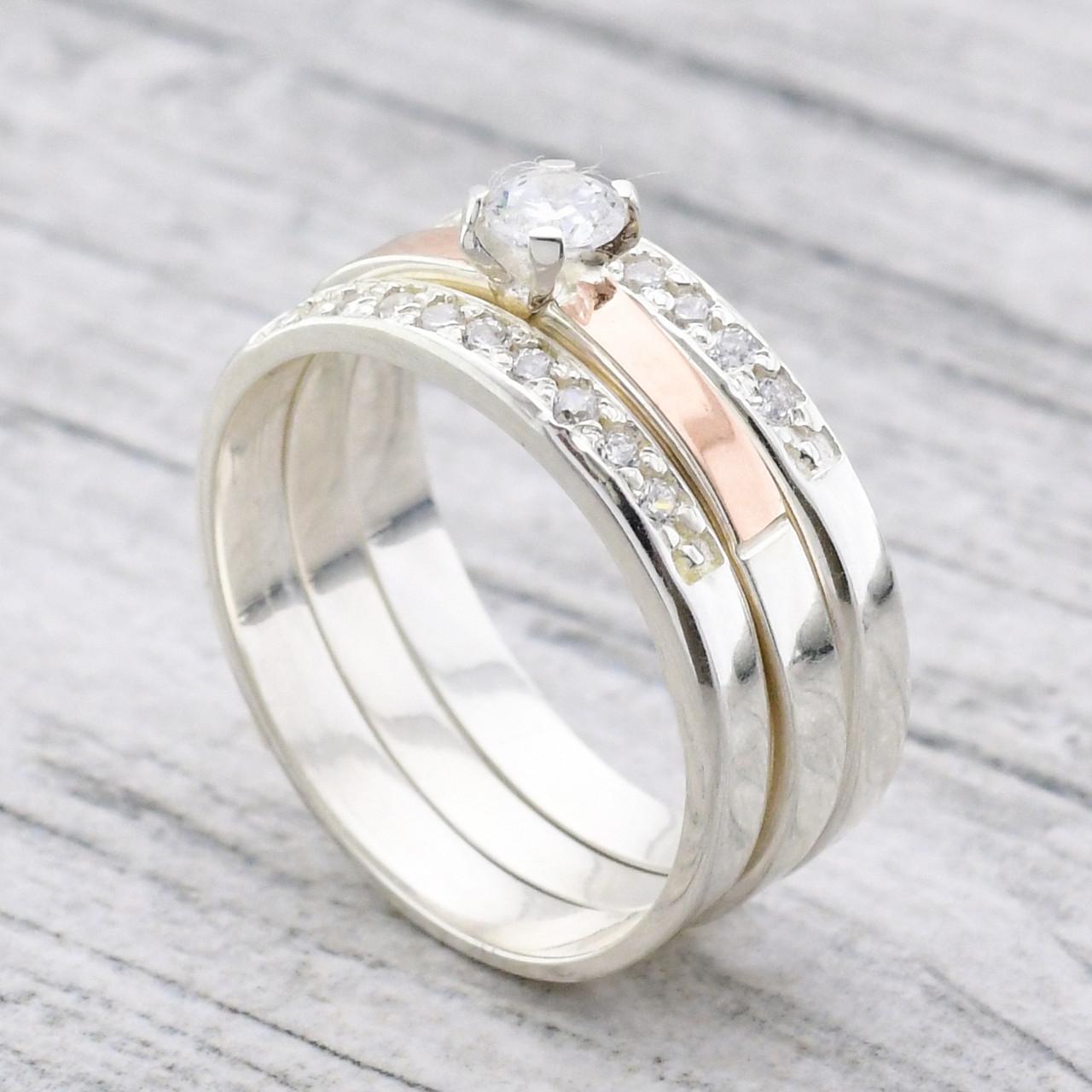 """Серебряное кольцо тройное с золотыми пластинами """"Трио"""", вставка белые фианиты, вес 5.71, размер 21"""