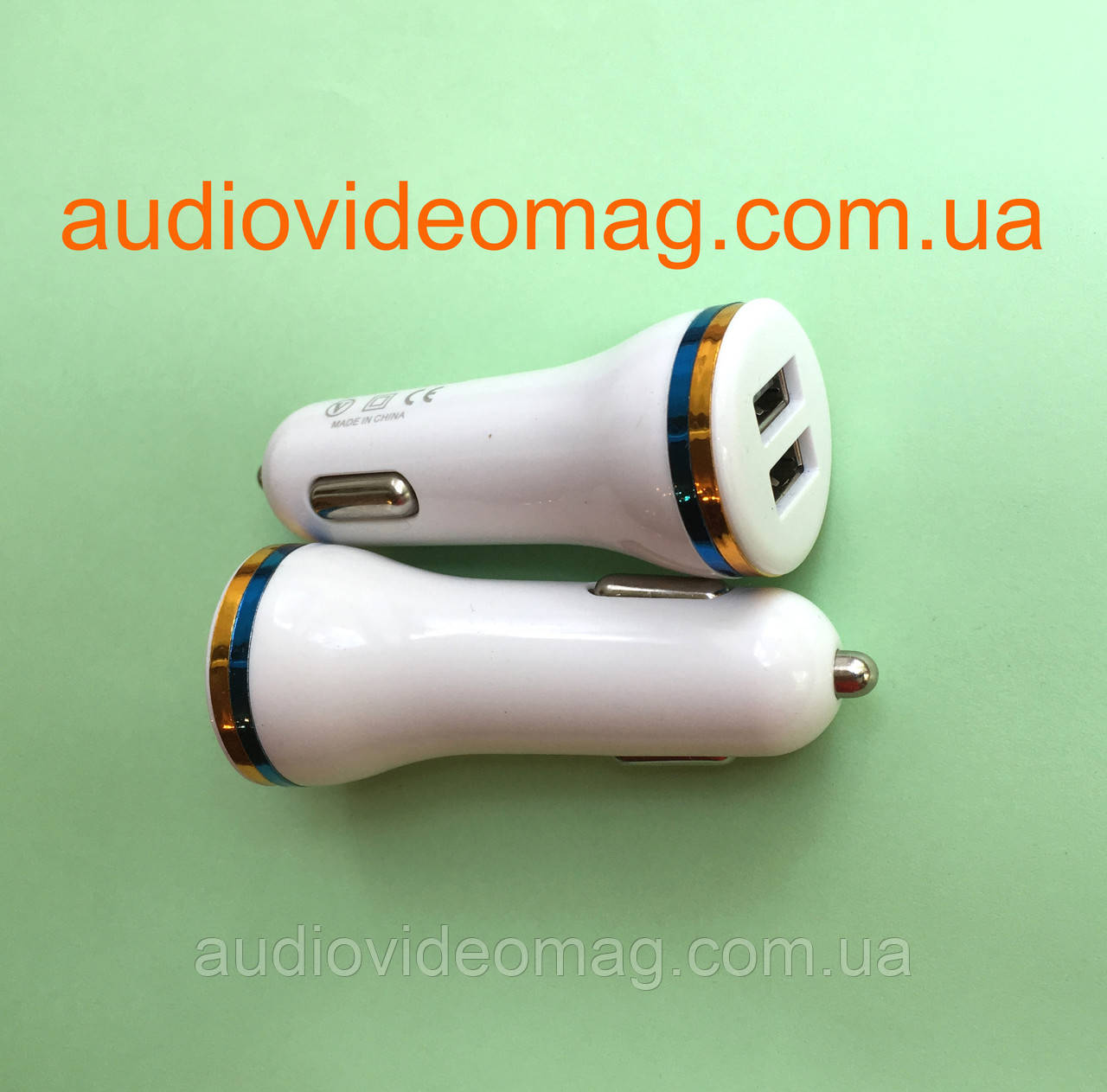 Автомобильный адаптер питания USB 5V 1A два гнезда