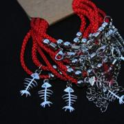 Браслет красная нить плетеный с жемчужинками и амулетом на застежке, 1 штука