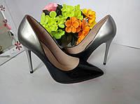 Туфлі  чорно-сірого кольору на каблуку