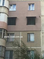 сетка должна находиться 5-10 см от окна для максимального эффекта