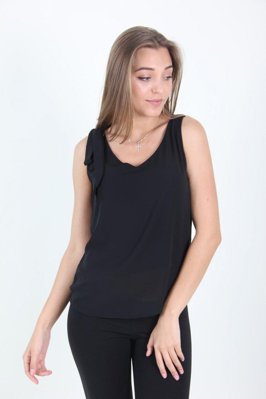 Легкая летняя блуза черного цвета. Размер универсал 42-44.
