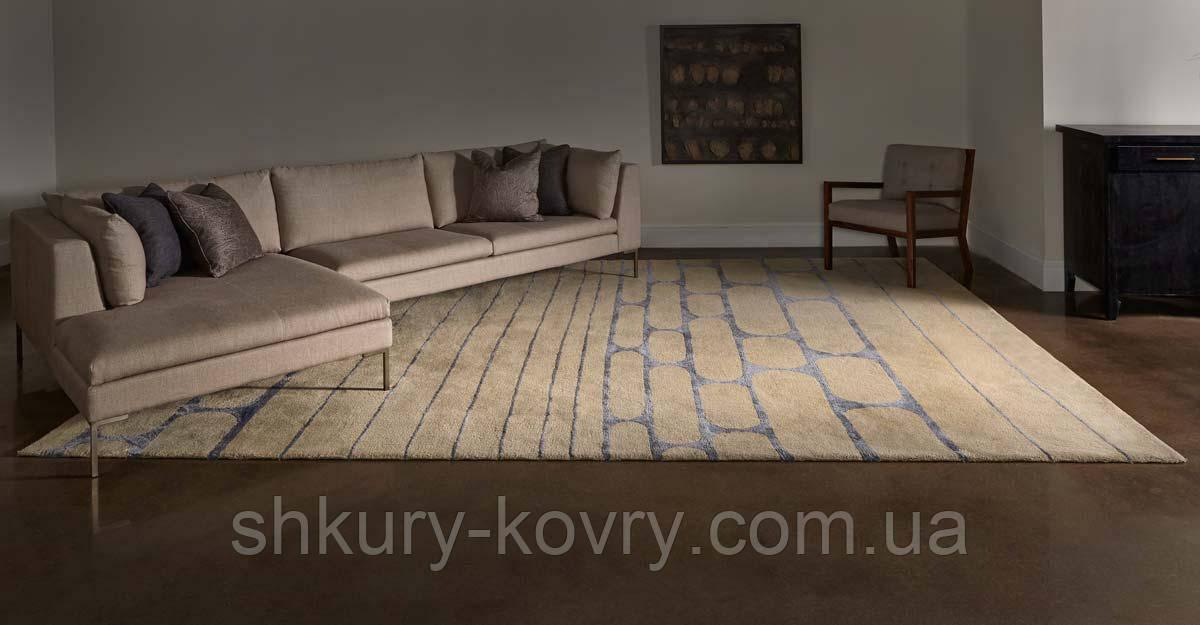 Бежевий вовняний килим з малюнком з віскози світло сірого кольору
