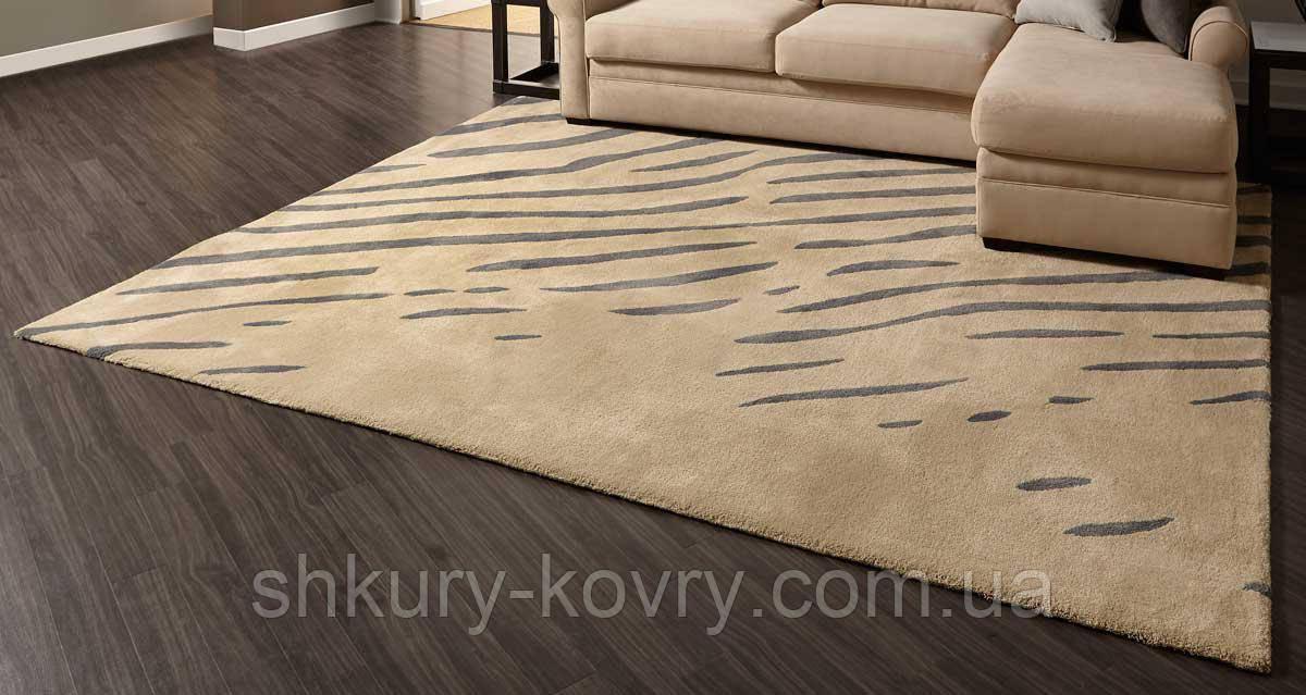 Шикарний багатий килим бежевого кольору з темно сірими смужками