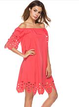 Красное летнее платье с открытыми плечами миди