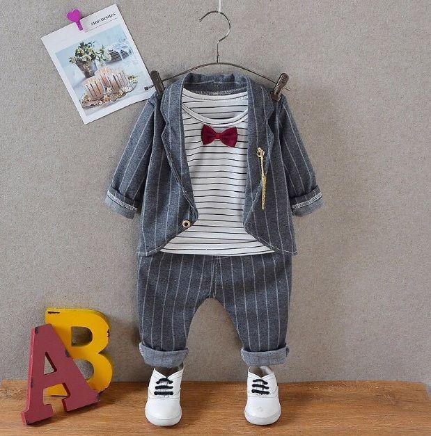 Стильный костюм для мальчиков в полоску серый