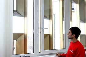 Установить ограничитель открывания на деревянные евро окна