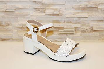 Босоножки белые женские на небольшом каблуке Б80