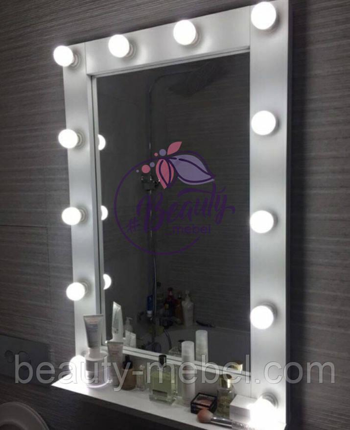 Навесное гримерное зеркало с лампами и полочкой