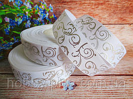 """Лента репсовая """"Вензель"""", серебро на белом фоне, 2,5 см."""