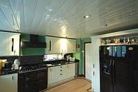 Алюминиевые подвесные реечные потолки от пастельных тонов до зеркальных