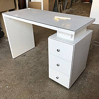 Профессиональный маникюрный стол со стеклом на столешнице V252