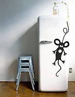 Виниловая наклейка на холодильник - Мышь повесилась (от 15х5 см)