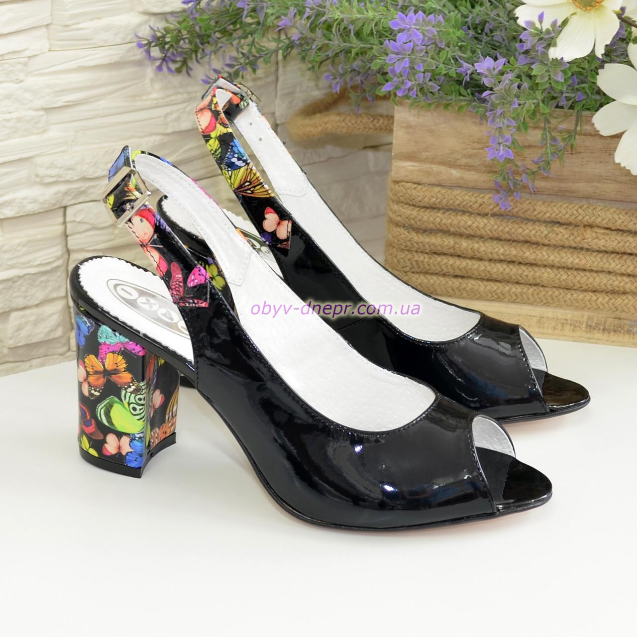 Женские лаковые босоножки на устойчивом высоком каблуке.