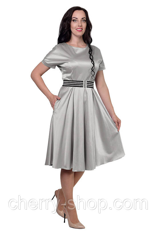 Красивое женское платье в размере 52,54