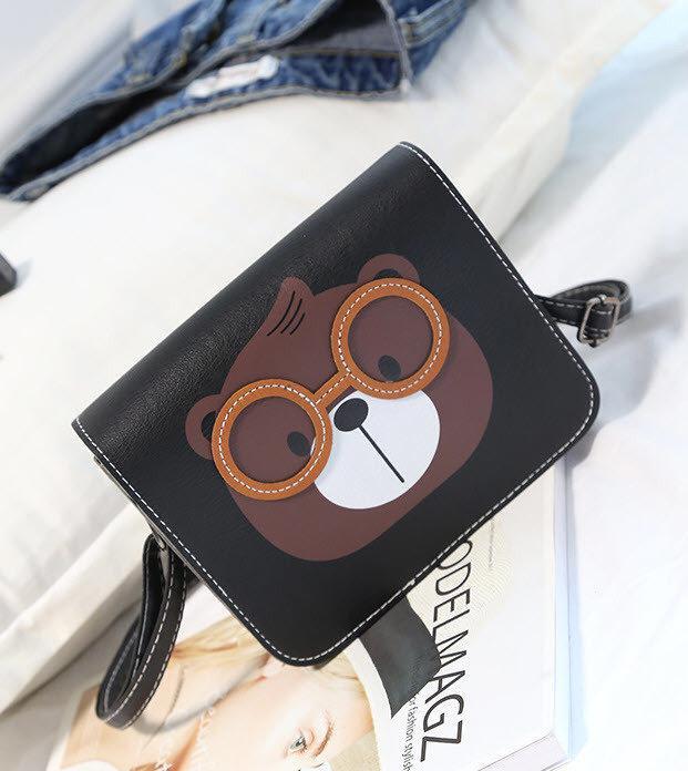 Милая сумка почтальон с принтом бобра в очках