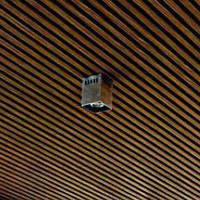 Кубообразный реечный подвесной потолок, 48х48мм, промежуток 48мм, цвет темное дерево