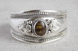 Непальский браслет под серебро с тигровым глазом