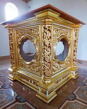 Престол с прорезными колоннами и золочением