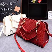 Каркасная лакированная кожаная женская сумка с ручками цепочками Является неотъемлемым атрибутом Код: КГ5266