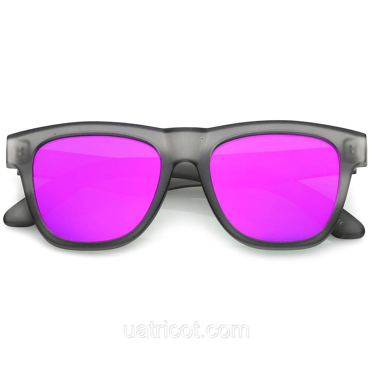 Мужские классические квадратные солнцезащитные очки в серой матовой оправе с малиновыми зеркальными линзами