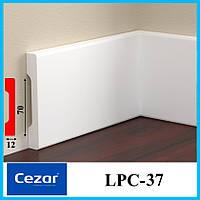 Прямоугольный узкий плинтус белого цвета  высотой 70 мм LPC-37 Cezar 2,44 м