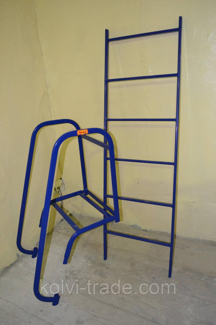 Лестница наклонная с перилами