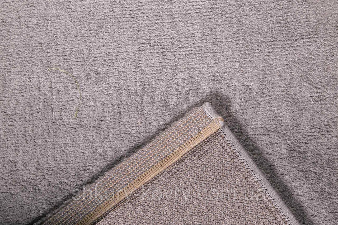 Красивый тонкий бархатный однотонный светло серый ковер