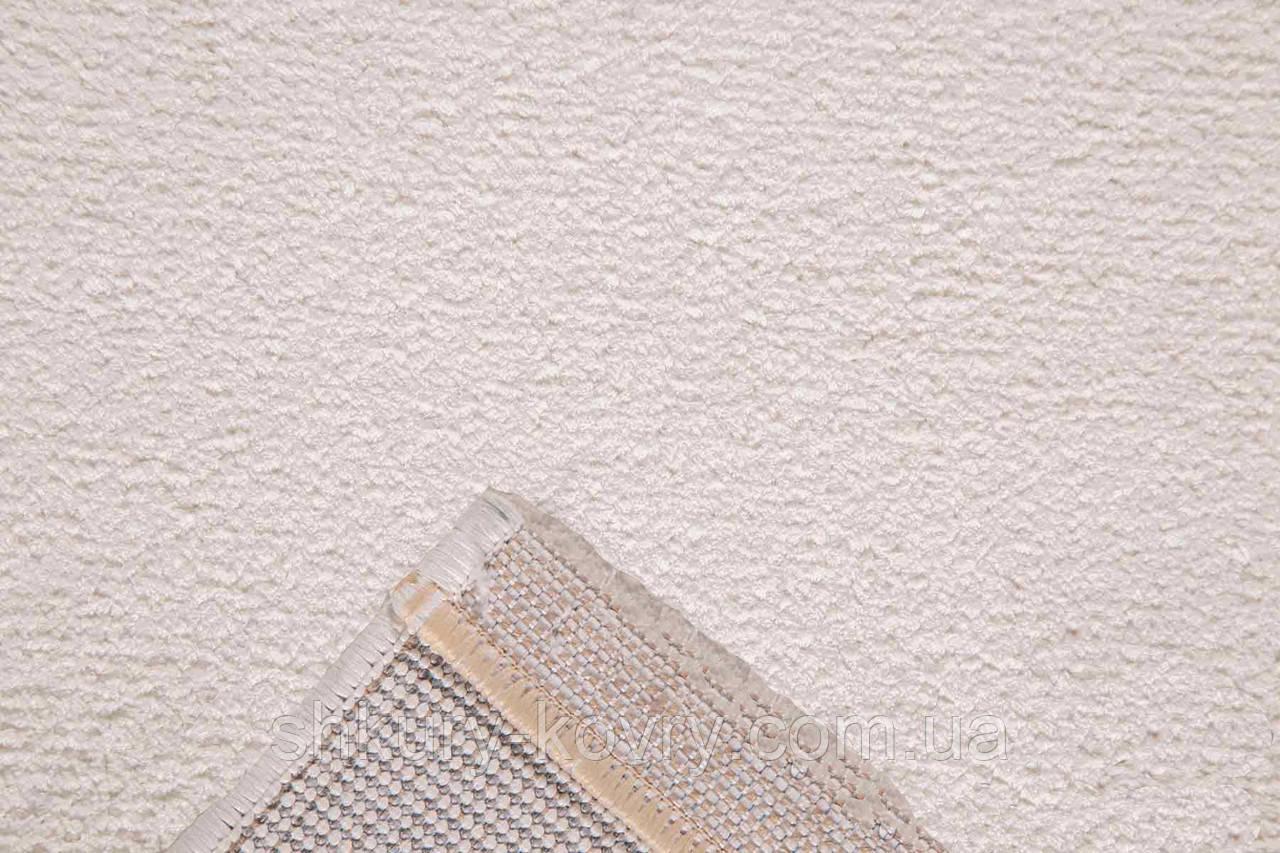 Турецкий велюровый ковер молочного цвета тонкий