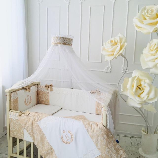 Комплекты постельного белья в детскую кроватку.