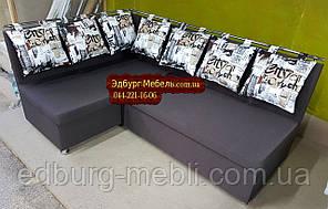 Кухонний куточок з подушками в малюнок