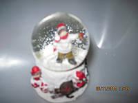 Новогодний шар со снегом