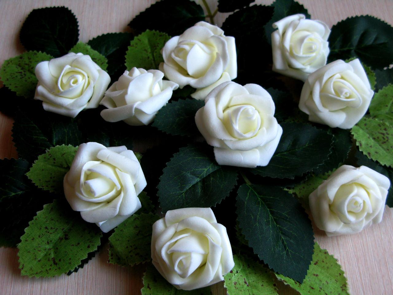 Розы из латекса молочные 4 см