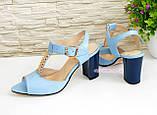 Женские кожаные классические босоножки на устойчивом каблуке, цвет голубой., фото 4