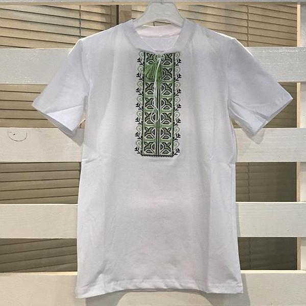 футболка-на-мальчика-с-зеленой-вышивкой
