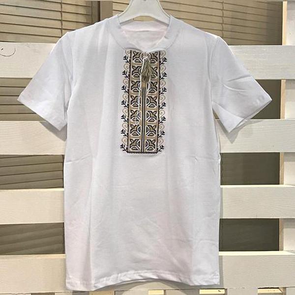 футболка-на-мальчика-с-бежевой-вышивкой