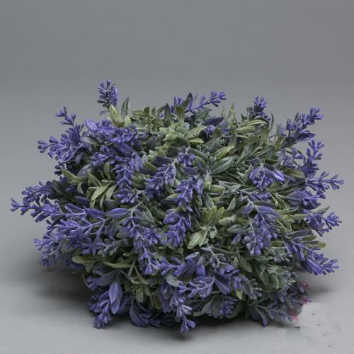 Искусственные цветы и ветки в стиле Прованс