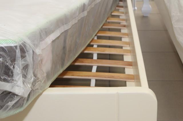 кровать деревянная двух спальная со склада в Одессе
