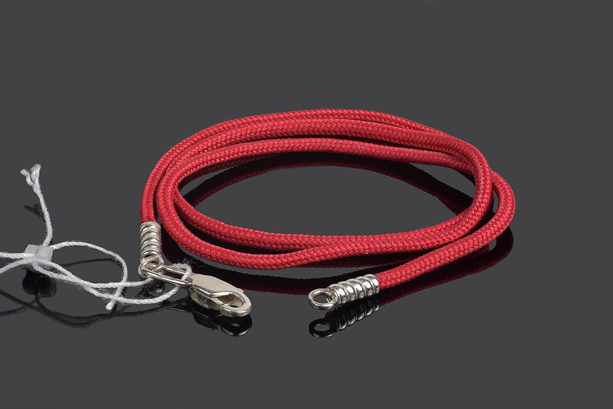 Красный шнурок с серебряным замочком