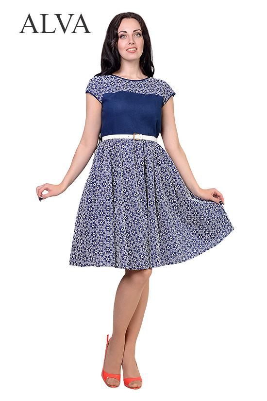 Прекрасное синее платье с пояском и v-образным вырезом на спине