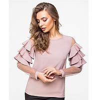 Женская блузка из тонкой шелковистой ткани и сетки с воланами на рукавах цвет пудра.