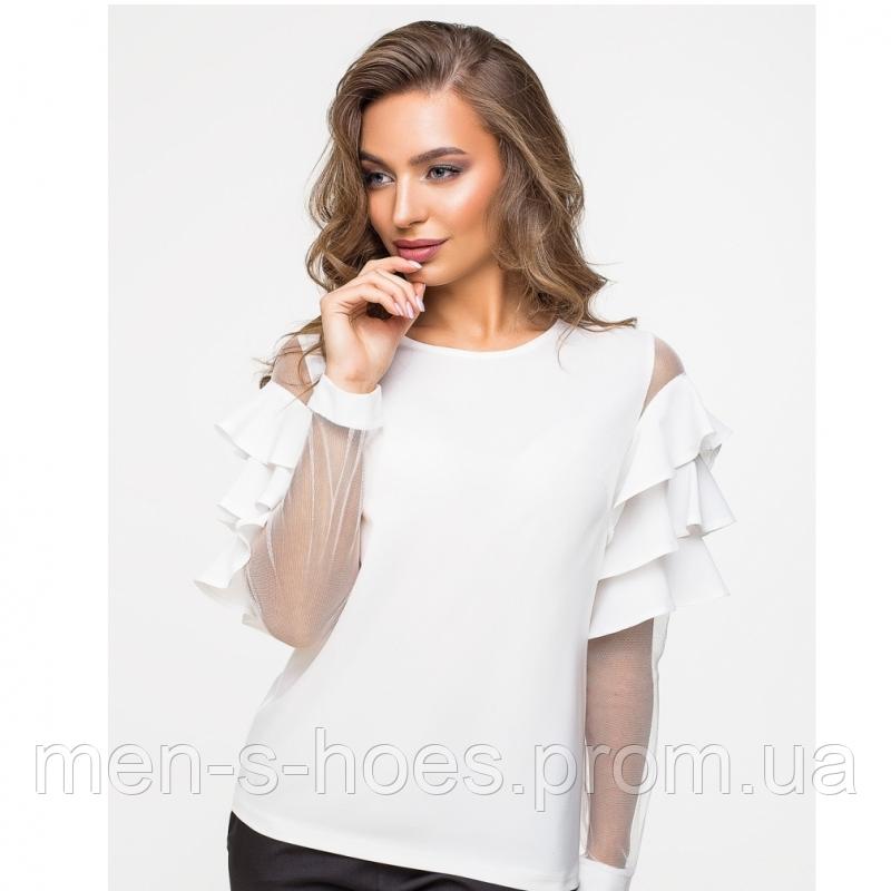 Женская блузка из тонкой шелковистой ткани и сетки с воланами на рукавах цвет молочный.