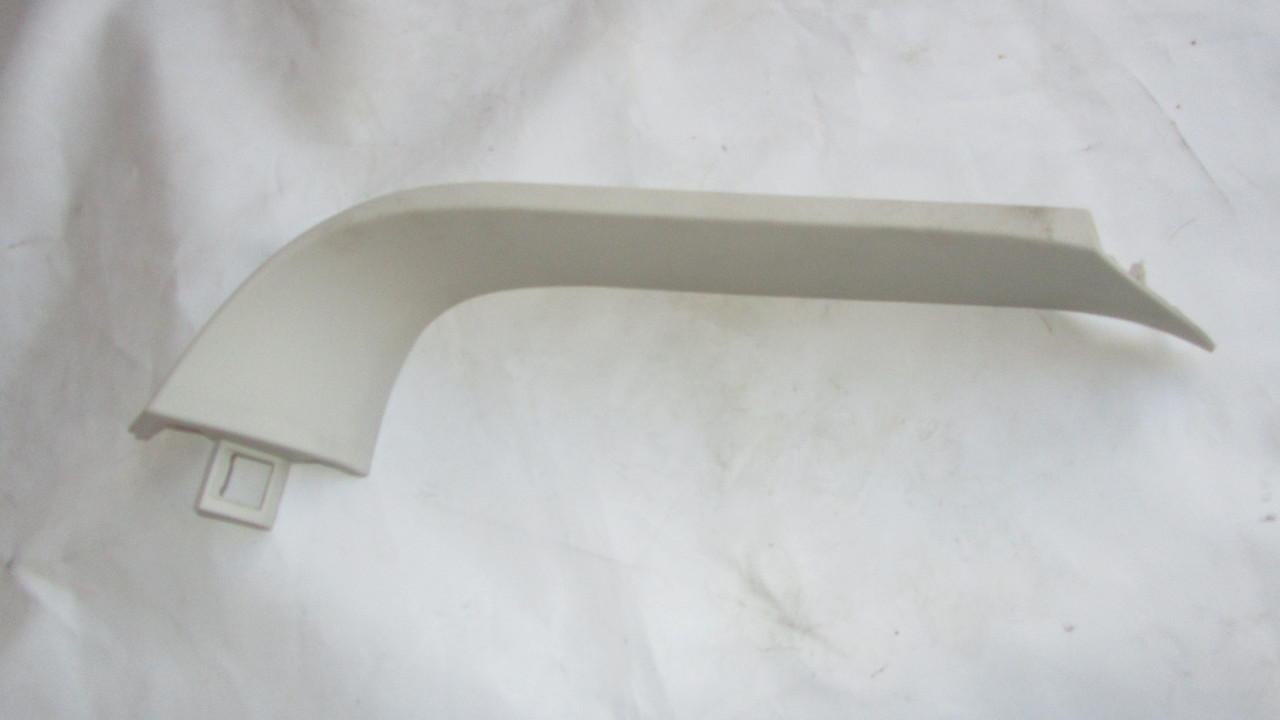 Накладка боковая крышки багажника правая Dodge Caliber 2006-2011 ZJ26BDAAC