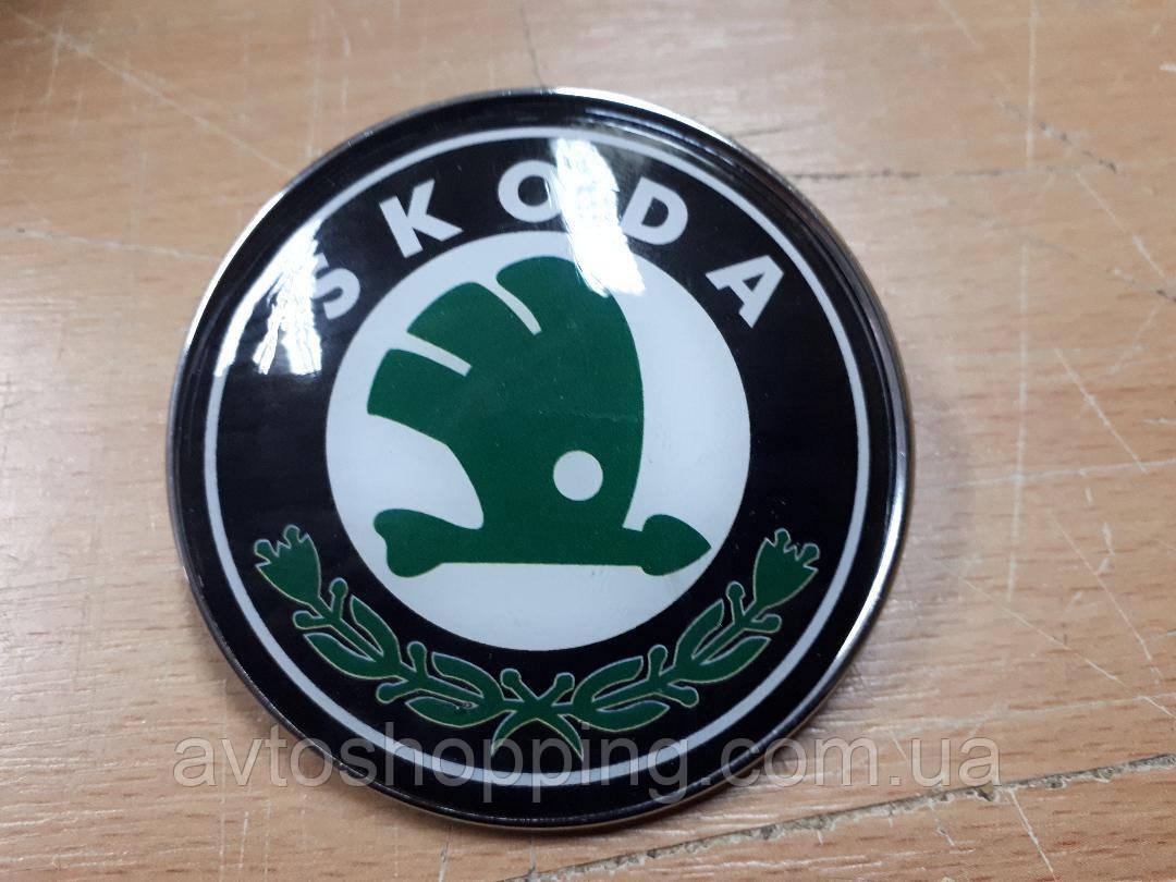 Эмблема значок на капот, багажник Skoda Шкода зеленая 78 мм