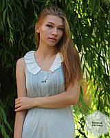 Красивое платье-туника в сером цвете с белым воротником