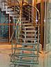 Лестница из стекла и метала
