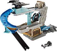 Трек Хот Вилс Убежище Бэтмена Hot Wheels DC Batcave Playset, фото 1
