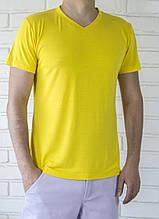 Мужская желтая футболка с V-образным вырезом