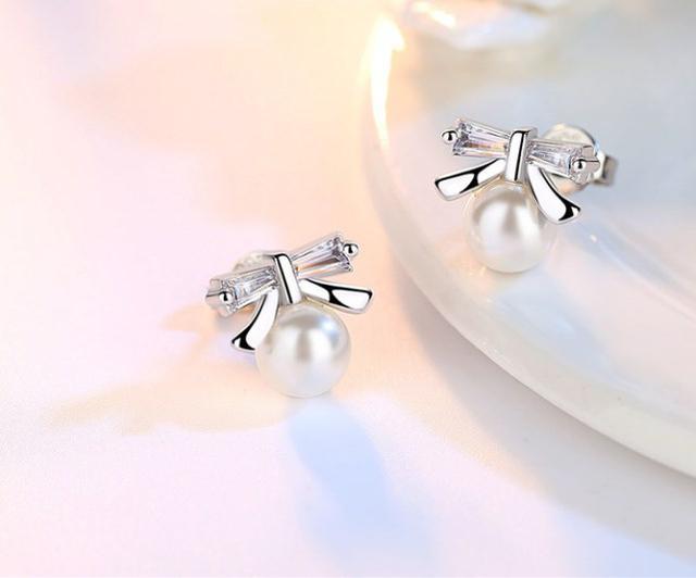 Серебряные серьги Бант с цирконом