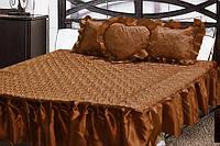 Атласное покрывало на кровать коричневого цвета